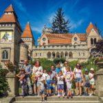 Kisvonattal kirándultak a Bory-várhoz